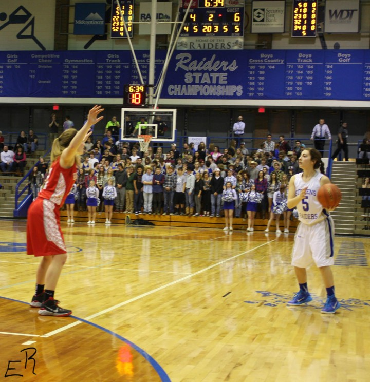 Abby defends the perimeter at Stevens. Photo by Emma Winckel
